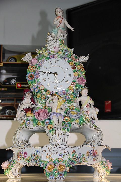 CAPODIMONTE PORCELAIN CLOCK