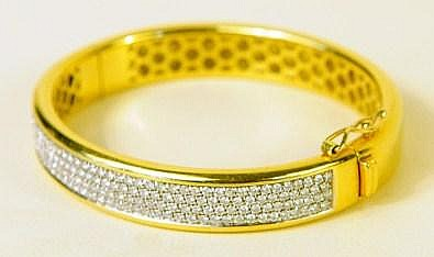 FINE 18K GOLD AND DIAMOND BRACELET. 180 stones. Total weight is 49.1g.
