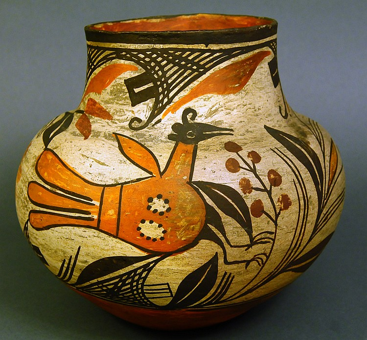 A FINE ANTIQUE INDIAN POTTERY OLLA. Probably Zia.