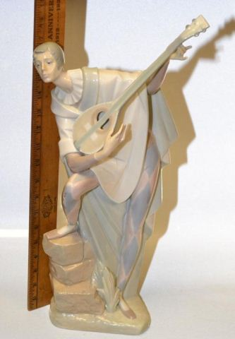 Lladro Troubadour in Love (w/ Lute) #4699 19 inches tall