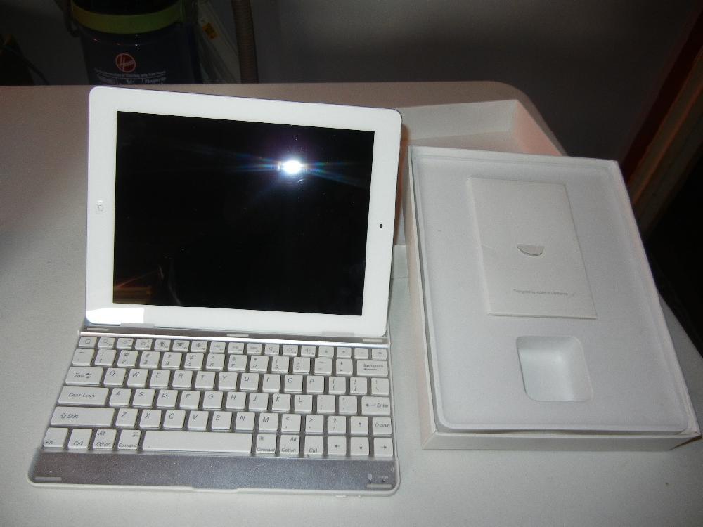 I –Pad Computer MC 984LL/A I Pad 2 Wi-Fi 3G 64 GB White