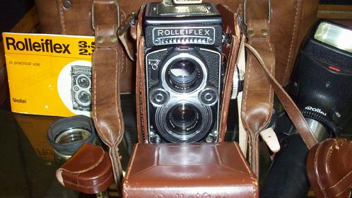 Lot 84: ROLLEIFLEX E-30 RE 3.5F CAMERA & ACCESSORIES & BAG