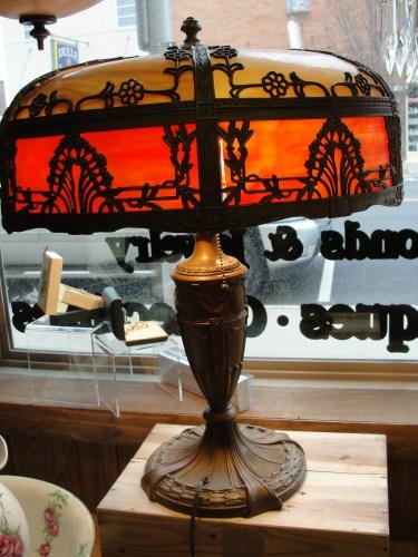 ROYAL ART GLASS CO. SLAG GLASS TABLE LAMP
