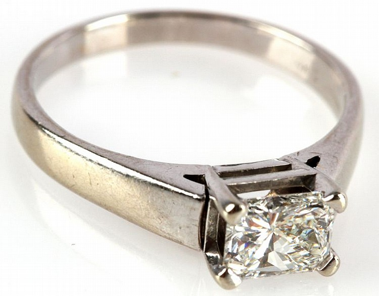 14K WHITE GOLD LADIES SOLITAIRE DIAMOND RING