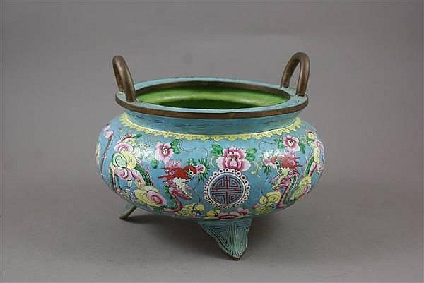 CHINESE ENAMEL DECORATED COPPER LOW FOOTED OWL WITH HANDLES