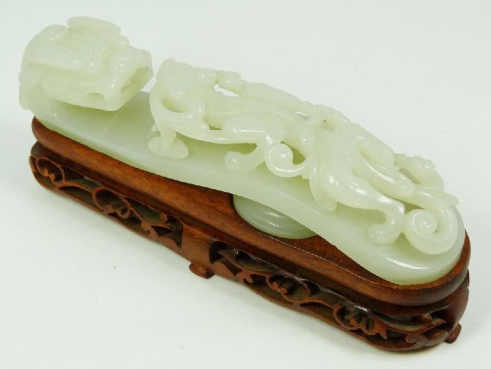 CHINESE CARVED WHITE JADE CHIH LUNG GARMENT HOOK