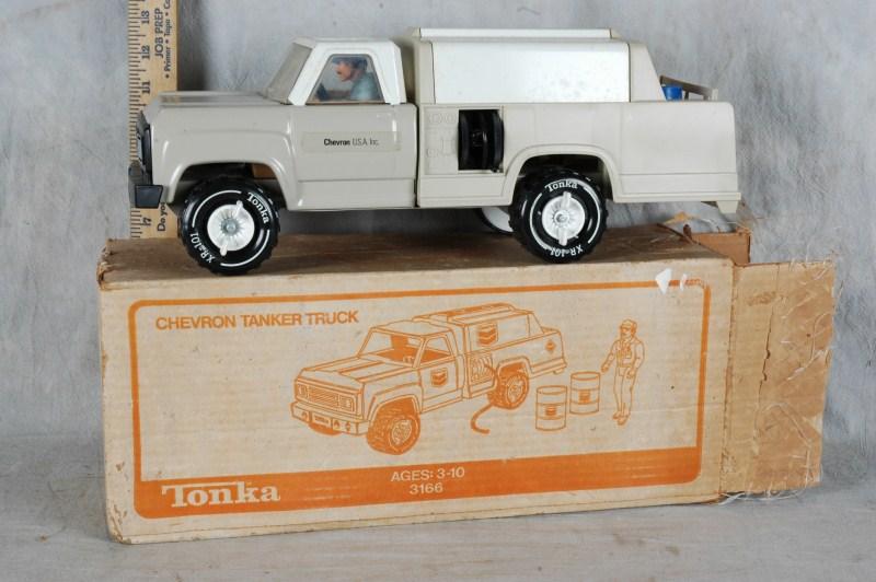 L243 VTG BOXED STEEL TOY TONKA #3166 CHEVRON TRUCK W DRIVER EXC NR