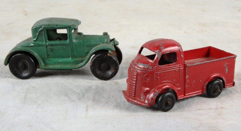 L42 VTG PAIR ARCADE 20'S CAST IRON FORD MODEL A COUPE 40's BARKLEY MILK TRUCK