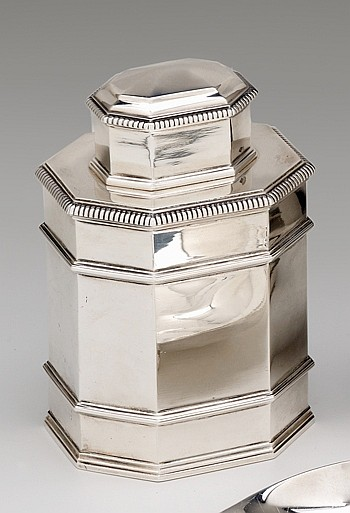 French silver tea caddy, paris, 20th century, retailed by tiffany & co., Of octagonal form with double reeded mid-band, gadrooning to s