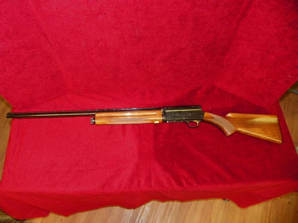 BROWNING 20 GAUGE SEMI-AUTOMATIC RIFLE - MADE IN BELGIUM - MODEL 20 - ENGRAVED - GOLD TRIGGER - EXCELLENT CONDITION FRONT TO BACK