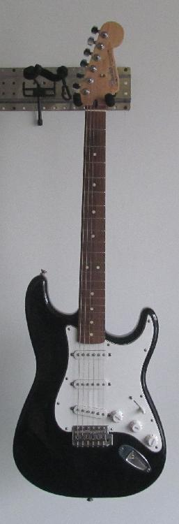 Fender Stratocaster electric guitar comes with soft case