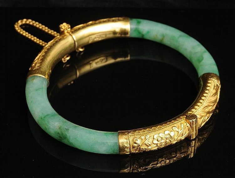 CHINESE 22K GOLD-MOUNTED JADE BANGLE BRACELET