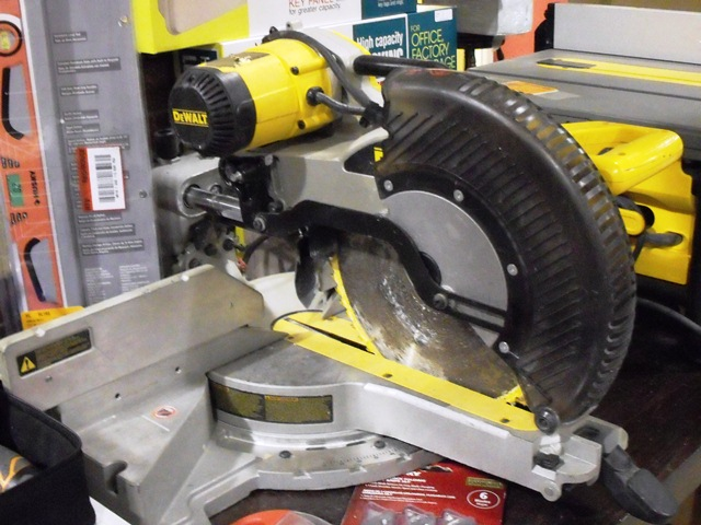 DeWalt 12'' Double Bevel Sliding Compound Miter Saw